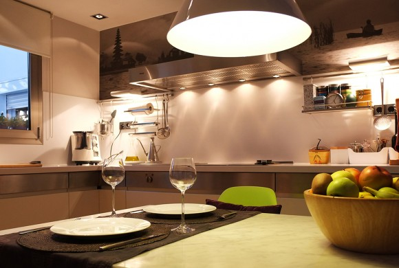 Cocina con luz y color